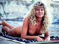 Sexy Blondine nackt am Strand - Heisse Urlaubsfotos