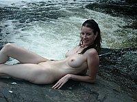 Sch�ne junge Frau privat nackt im Urlaub
